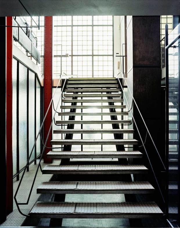 maison-de-verre-escada