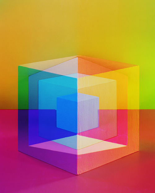 Canadian Photographer, Jessica Eaton's debut UK exhibition 'Ad Inifinitum' is on at The Hospital Club in Covent Garden from 24 January 24 to 8 February. Lots of Cubes + lots of Colours. See more here - http://thephotographersgallery.org.uk/jessica-eaton-exhibition-2